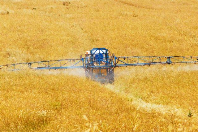 https://pixabay.com/de/landwirtschaft-chemische-ernte-89168/